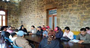 Zacatlán se compromete con pobladores a atender petición de obras