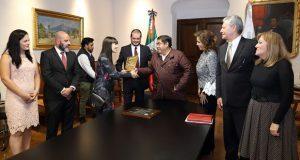 Asegura Barbosa que gobierno impulsará a empresas poblanas