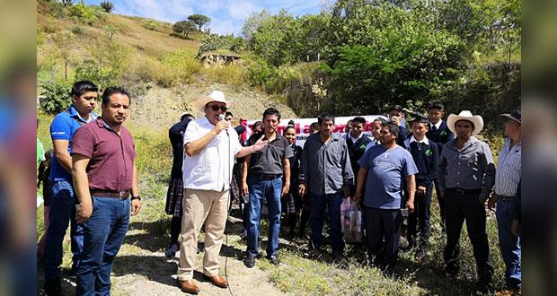 Construyen aulas y baños en telebachillerato de Tulcingo del Valle