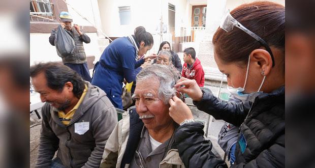 DIF de Puebla entrega 400 lentes y 200 aparatos auditivos