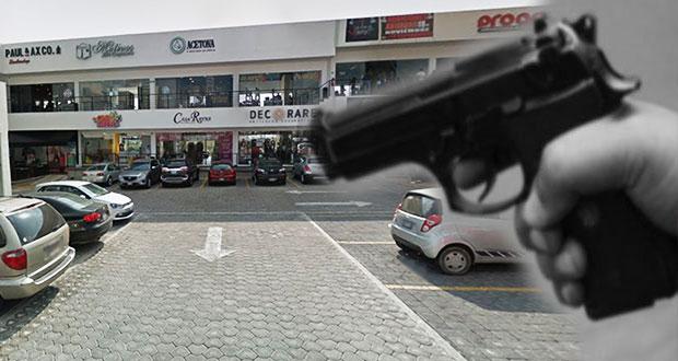 Encañonan y roban reloj a cliente de Plaza Praga, por Angelópolis