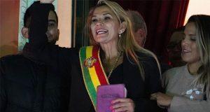 La senadora, Jeanine Áñez, se autoproclama presidenta de Bolivia