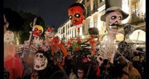 Procesión de tamalistas de Puebla busca rescatar el Día de Muertos