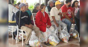 Secretaría de Bienestar da 220 despensas a adultos mayores en Puebla