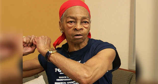 Mujer de 82 años da paliza a ladrón que se metió a su casa