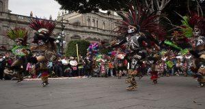 Jóvenes llevan bailes típicos y teatro a zócalo de Puebla