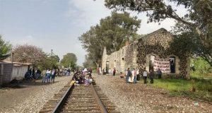 Tras diálogo con Segob, normalistas de Michoacán liberan vías férreas