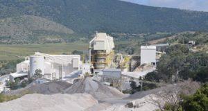 Buscan remover vegetación de encino en Acajete para mina de piedra caliza