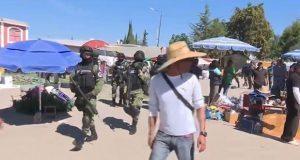 Aseguran ropa tras operativo en tianguis de San Isidro