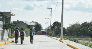 Culmina pavimentación que beneficiará a estudiantes de Ahuatempan