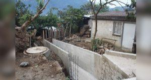 Instalan puente peatonal que conecta dos localidades en Chignahuapan