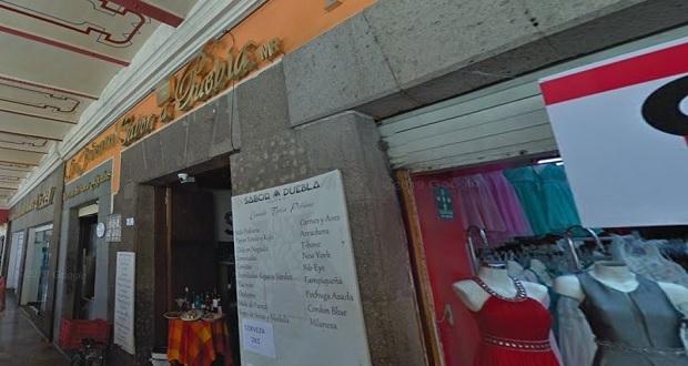 Someten a empleados y asaltan restaurante en el zócalo de Puebla