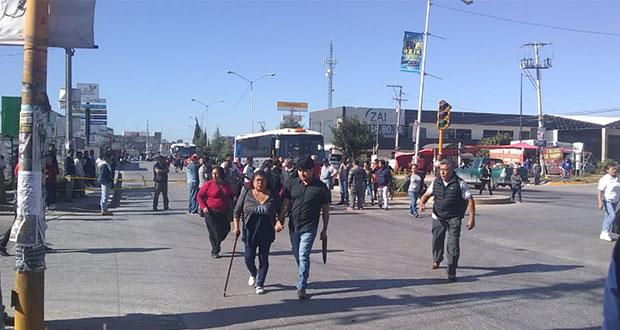 Por 3 horas, vecinos de San Ramón cierran 11 sur; piden pavimentación