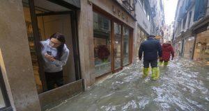 Venecia registra su peor inundación desde 1966