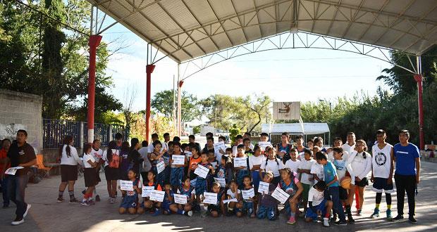 Organizan en Ahuatempan torneo de baloncesto