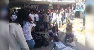 Alumnos de la BUAP exigen reinstalación de maestro en prepa Benito