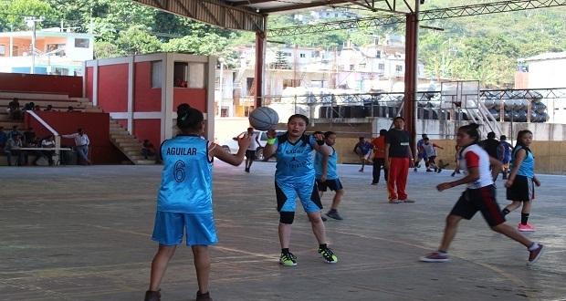 En Huitzilan, jóvenes disputan pase a torneo estatal de basquetbol