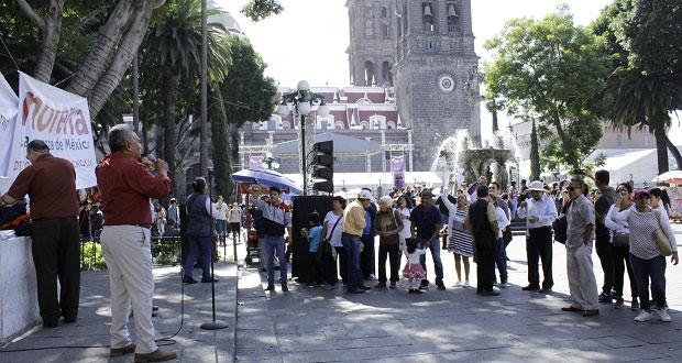 Morenistas celebran primer año de AMLO con mitin en zócalo de Puebla