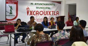 Se reúne edil de Ixcaquixtla con comerciantes de bebidas alcohólicas