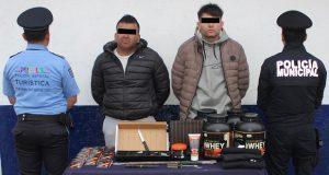 Detienen a 2 hombres por robo a tienda de suplementos alimenticios