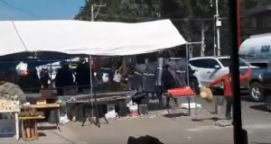 Policías y locatarios del mercado Zapata se enfrentan durante operativo