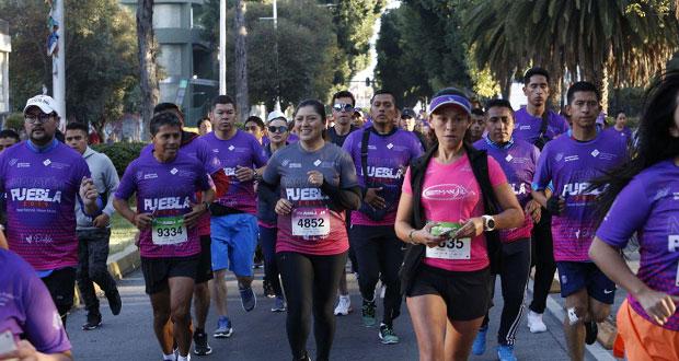 Participan más de 20 mil personas en maratón internacional de Puebla