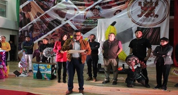 Participan 12 piñatas en concurso del Instituto Macuitl Xóchitl
