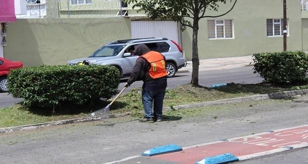 Labores de mantenimiento en parques y jardines de Puebla continúan