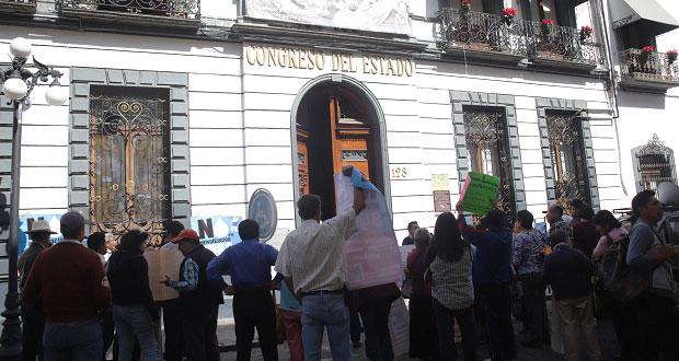 Rivera niega haber mandado a suplente a protestar en el Congreso