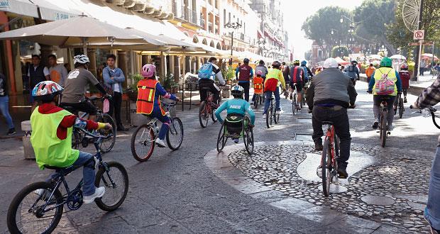 Con rodada en bicicleta por CH, promueven deporte entre niños poblanos