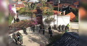 Tras señalamiento, baja vigilancia a embajada de México en Bolivia