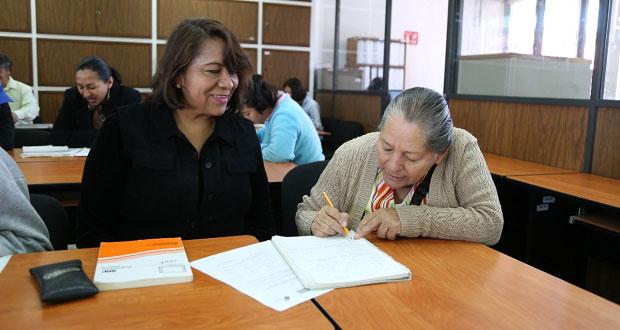 Más de 9 mil personas cursan la prepa abierta en Puebla