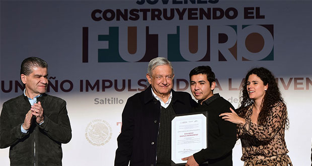"""AMLO anuncia aumento a beca de """"Jóvenes Construyendo el Futuro"""""""