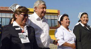 Habrá universidades sólo para médicos y enfermeras ante déficit: AMLO