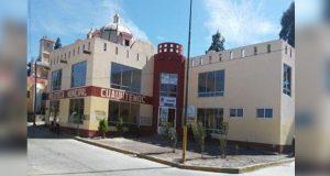 Alcalde de Soltepec baja salario a directora de biblioteca como represalia