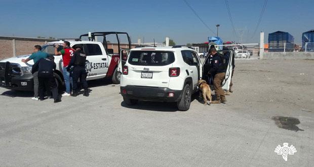 Decomisan vehículos con reporte de robo en tianguis de Huixcolotla