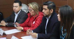 Dos regidores se suman a grupo disidente a Rivera; es embestida, responde