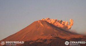 Emite Popocatépetl exhalaciones con ligeras cantidades de ceniza
