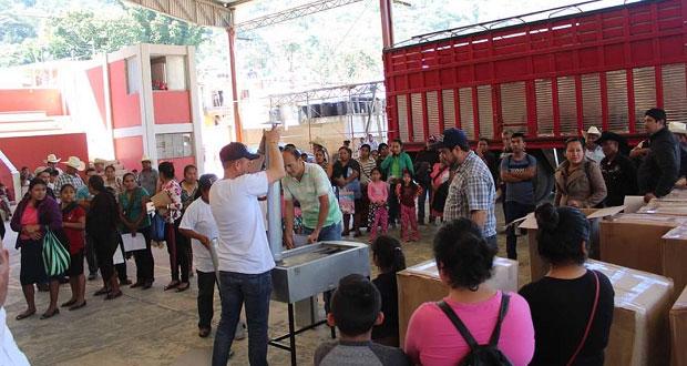 Entregan en Huitzilan de Serdán 200 estufas ecológicas