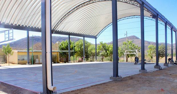 Escuela de Tecomatlán cuenta con techado y cancha de usos múltiples