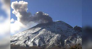 Exhalaciones del volcán Popocatépetl continúan
