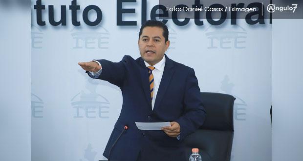 Al rendir protesta como presidente del IEE, García Onofre promete limpiarlo