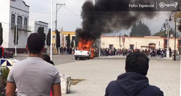 Pobladores de Amozoc exigen seguridad y vandalizan presidencia municipal
