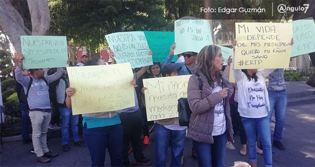 Trasplantados del IMSS marchan por falta de medicinas para su tratamiento