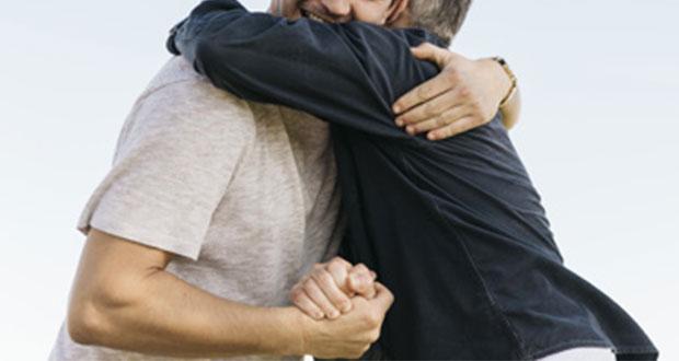 ¿Sabes cuáles son los beneficios de dar y recibir abrazos?