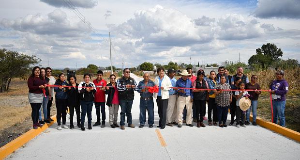 Inversión conjunta hace posible calle de concreto en Ahuatempan
