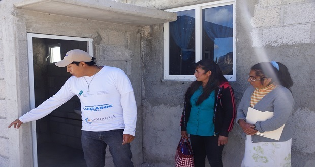Ceaspue entrega 62 sanitarios ecológicos a habitantes de Atexcal