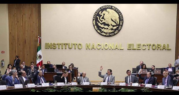 """Contralor de INE investigará """"excesos"""" en salarios de consejeros"""