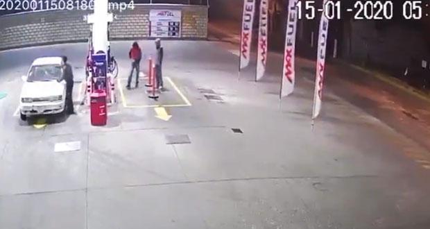 Balean a conductor en intento de asalto en gasolinera de Ocoyucan