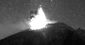 """Captan a """"ovni"""" tras explosión del Popocatépetl"""